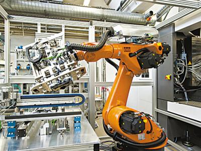现代的锻造工业机器人一般都是在工程师示教后进行工作.