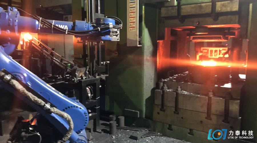 锻造齿轮的工业机器人隆重登场