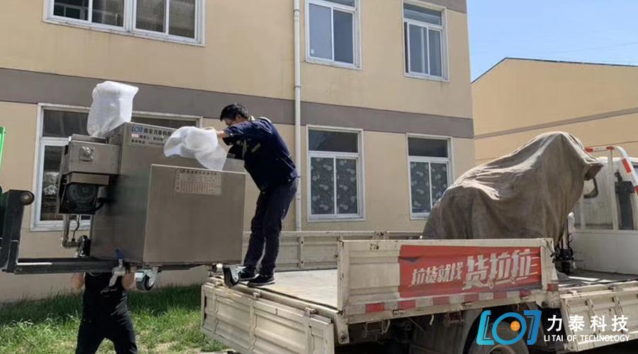 山东临沂三台氧化皮清洗机专车发出