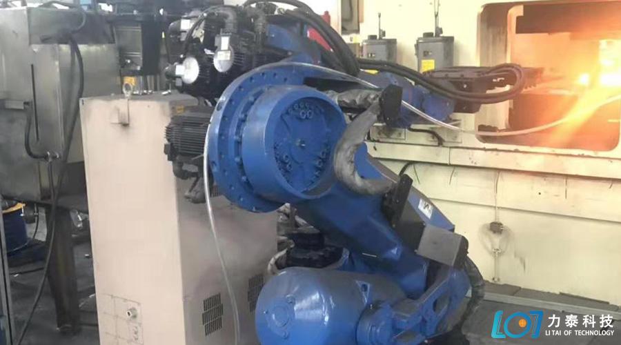 锻造企业夏季可以不给它放高温假——锻造工业机器人