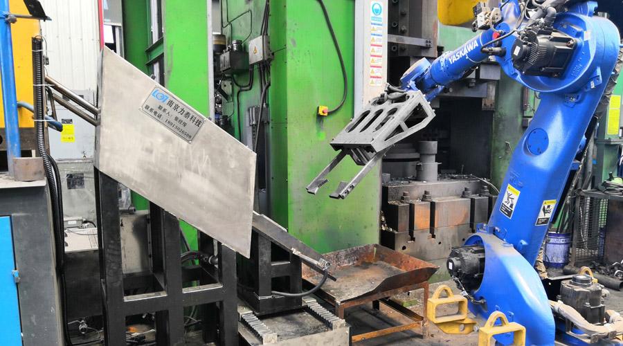 锻造工业机器人对连杆生产的优势有这些