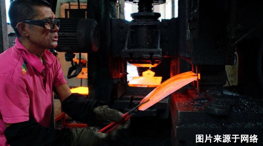 钢锹表面缺陷问题用它解决——热轧除磷机