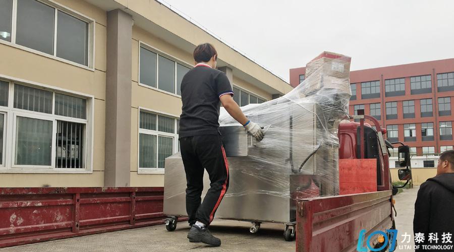 常州市凯国机械的氧化皮清洗机准时发出