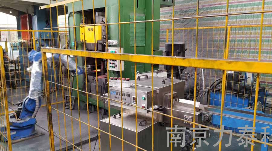 锻造厂发展锻造工业机器人的原因