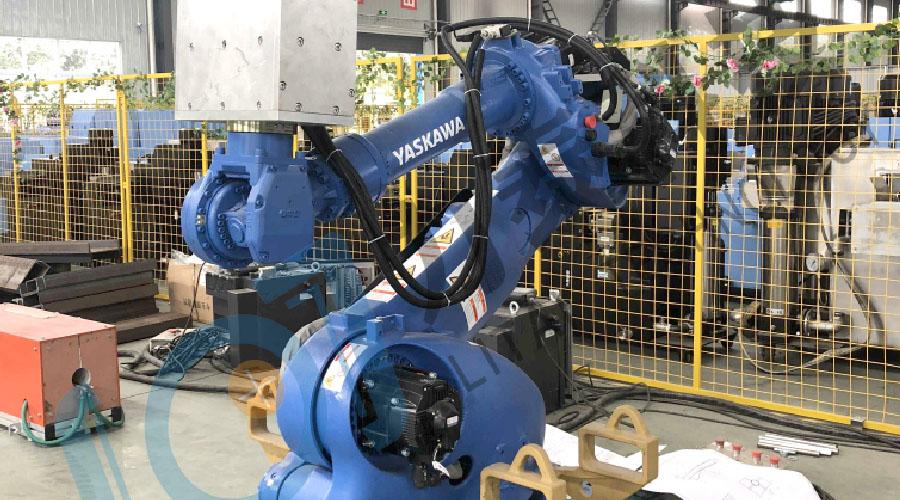 为了实现锻造自动化大多企业使用了工业机器人