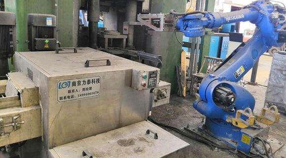 锻造工业机器人智能生产代替人工作业